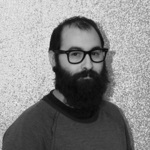 Licenciado en bellas artes por la universidad de Salamanca, con especialidad en diseño gráfico, dirige el departamento creativo de Alarwool desde el año 2009.