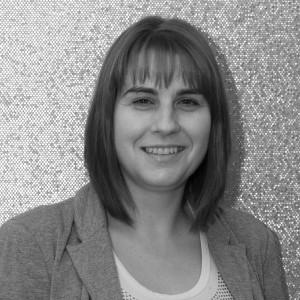 Licenciada en ciencias económicas y empresariales por la universidad de Burgos, dirige el departamento financiero y de RRHH de Alarwool desde el año 2010.